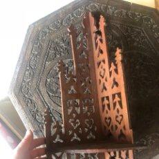 Antigüedades: BONITA ESQUINERA DE MADERA ANTIGUA. Lote 200810441