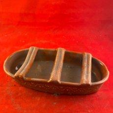 Antiquités: BEBEDERO COMEDERO DE BARRO CERÁMICO AVES, PÁJAROS, GALLINAS. Lote 200815685