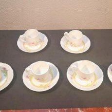 Antigüedades: LOTE DE TAZAS DE CAFÉ Y PLATOS. MARCA BIDASOA, AÑOS 70, CON DECORACIÓN FLORAL. Lote 200819092
