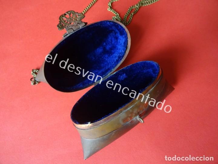 Antigüedades: Antiguo bolsito en latón y terciopelo azul. ART-DECO. Original años 1920s - Foto 2 - 200822815