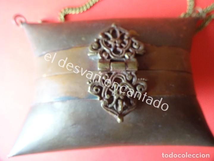 Antigüedades: Antiguo bolsito en latón y terciopelo azul. ART-DECO. Original años 1920s - Foto 3 - 200822815