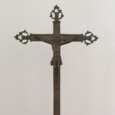 Antigüedades: CRUZ GIGANTE DE ALTAR DE BRONCE SIGLO XVII. Lote 200865617