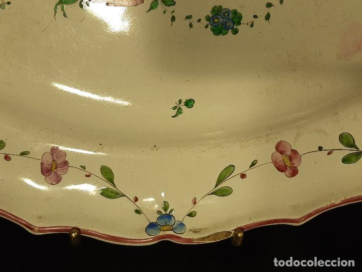 Antigüedades: Fuente de cerámica policromada a mano. Estrasburgo. Francia. Siglo XVIII-XIX. - Foto 2 - 200888757