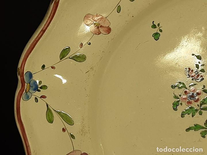 Antigüedades: Fuente de cerámica policromada a mano. Estrasburgo. Francia. Siglo XVIII-XIX. - Foto 4 - 200888757