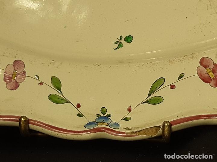 Antigüedades: Fuente de cerámica policromada a mano. Estrasburgo. Francia. Siglo XVIII-XIX. - Foto 11 - 200888757