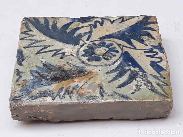 3 ) AZULEJO GOTICO ANTIGUO ( HOLAMBRILLA ) - MANISES ( VALENCIA ) SIGLO XV. (Antigüedades - Porcelanas y Cerámicas - Manises)