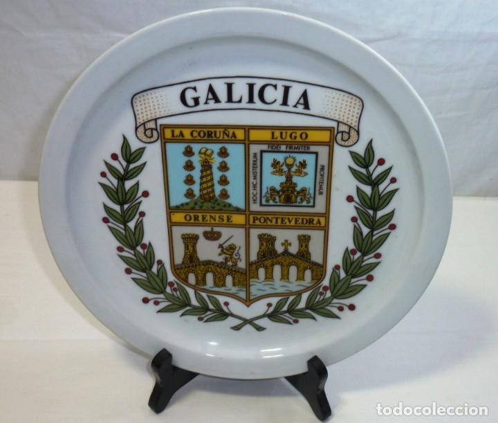 Antigüedades: Plato De Cerámica. Recuerdo De Galicia. Orense, Lugo, La Coruña, Pontevedra.25 cm. - Foto 2 - 201173032