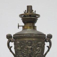 Antigüedades: ANTIGUO QUINQUE KOSMOS DE CALAMINA. ORNAMETANCION CON MODELOS RENACENTISTAS. Lote 201209757