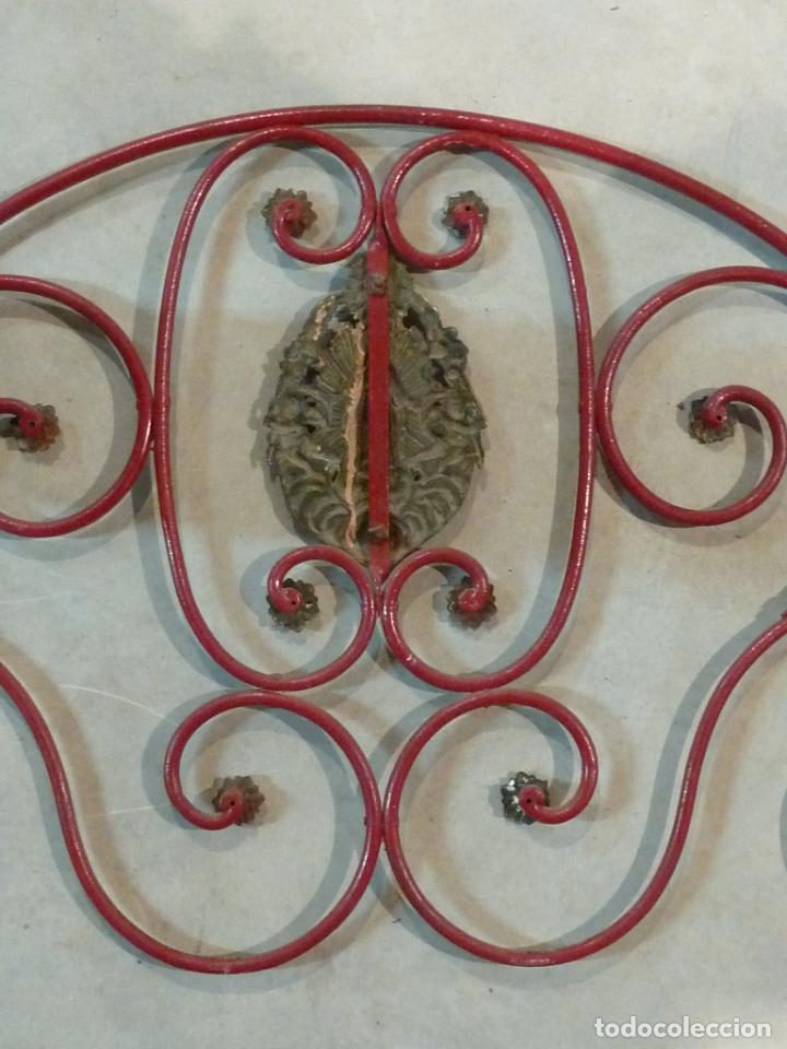 Antigüedades: CABECERO DE CAMA DE MONJA – HIERRO Y LATÓN – Virgen Inmaculada - Foto 7 - 201242748