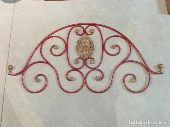CABECERO DE CAMA DE MONJA – HIERRO Y LATÓN – VIRGEN INMACULADA (Antigüedades - Muebles Antiguos - Camas Antiguas)