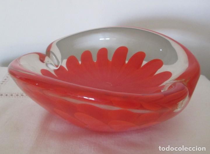 Antigüedades: Fantástico cenicero en cristal Murano diseño interior flor roja, pesado. Mide 20cm x 17cm x 8cm. - Foto 6 - 201252762