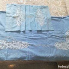 Antigüedades: SABANA CON BORDADOS Y BOLILLOS.. Lote 201256475