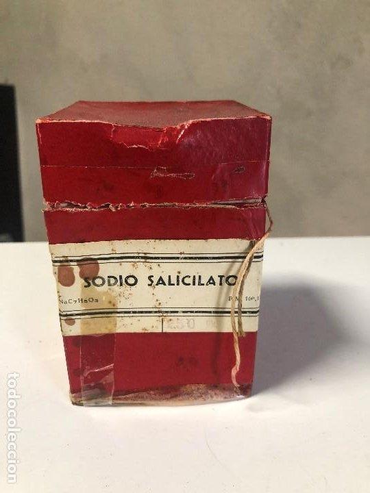 ANTIGUA CAJA DE MEDICAMENTO RADIO SALICILATO (Antigüedades - Cristal y Vidrio - Farmacia )