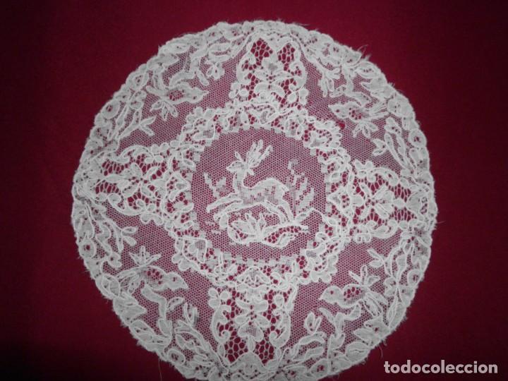 Antigüedades: Antiguo tapete de tul bordado con bobiné - Foto 2 - 201266403