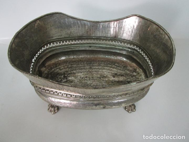 Antigüedades: Curioso Enfriabotellas Plateado - Cubitera, Centro de Mesa - Jardinera en Baño de Plata - Años 20-30 - Foto 13 - 201277153
