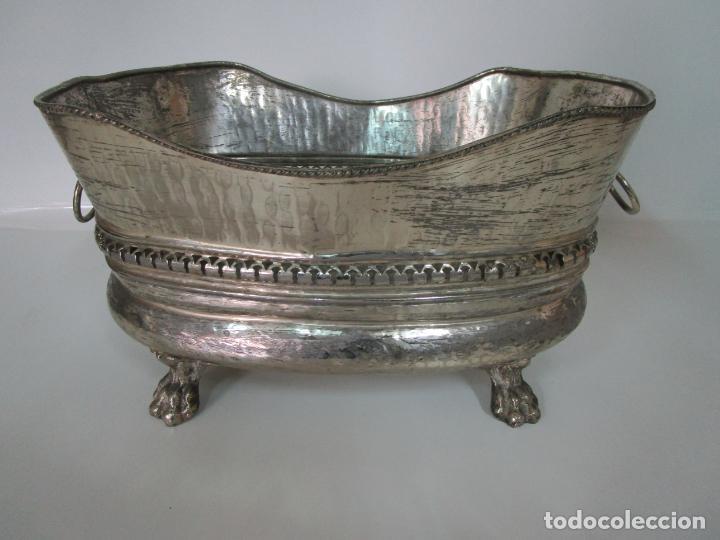 Antigüedades: Curioso Enfriabotellas Plateado - Cubitera, Centro de Mesa - Jardinera en Baño de Plata - Años 20-30 - Foto 14 - 201277153