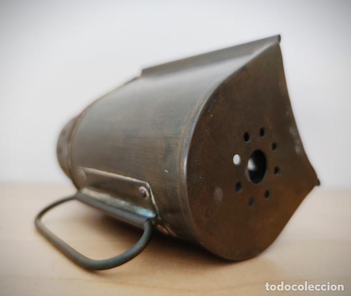 Antigüedades: ANTIGUO FAROL DE MANO EN LATÓN SE DESCONOCE ORIGEN - ESTA BIEN CONSERVADO - Foto 9 - 201285743