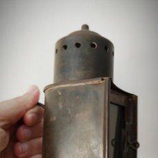 Antigüedades: ANTIGUO FAROL DE MANO EN LATÓN SE DESCONOCE ORIGEN - ESTA BIEN CONSERVADO. Lote 201285743