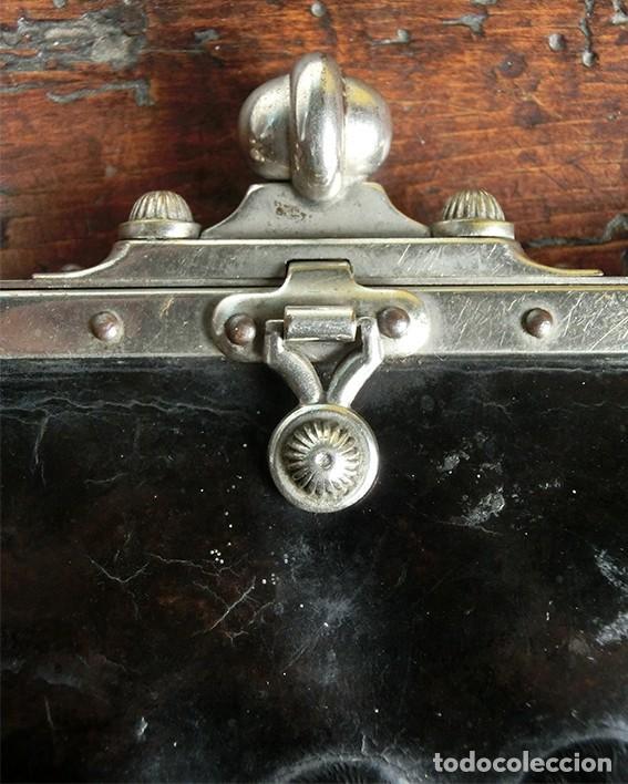 Antigüedades: ANTIGUO Y PRECIOSO BOLSO - H&B - ÉPOCA VICTORIANA - S.XIX - PÁJAROS - PIEL REPUJADA - NUMERADO - Foto 3 - 201288952