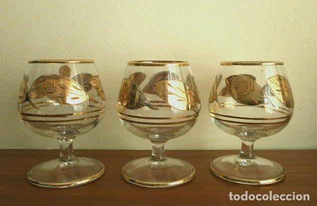 Antigüedades: Lote 4 Copas Brandy Coñac vintage (años 50-60) Cristal con esmalte dorado 9 cm alto - Foto 2 - 201289378