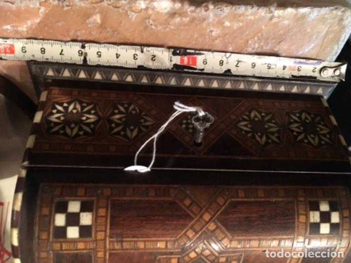 Antigüedades: ANTIGUA CAJA COFRE DE TARACEA MARFIL Y DIFERENTES MADERAS DE MARQUETERIA S.XIX O PRINCIPIO DEL S. XX - Foto 9 - 139154998