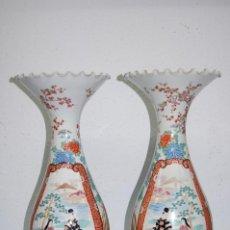 Antigüedades: PAREJA DE JARRONES EN PORCELANA ORIENTAL. Lote 201298773