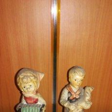 Antigüedades: PAREJA DE FIGURAS ANTIGUAS DE CERÁMICA PINTADAS A MANO. Lote 201299657