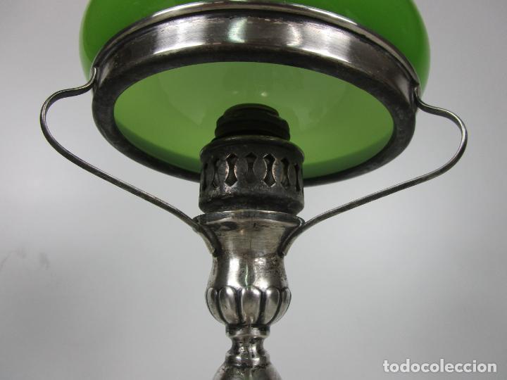 Antigüedades: Preciosa Lámpara Sobremesa, Quinque - Pie en Plata de Ley, con Contrastes -Tulipa Cristal en Opalina - Foto 5 - 201319442