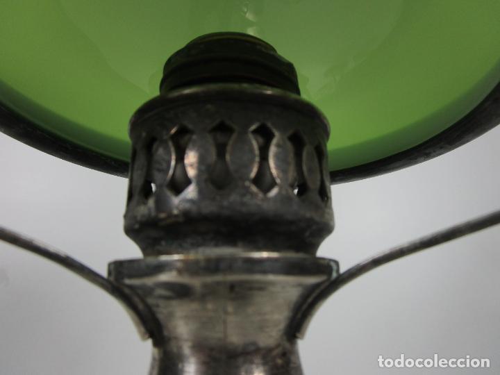 Antigüedades: Preciosa Lámpara Sobremesa, Quinque - Pie en Plata de Ley, con Contrastes -Tulipa Cristal en Opalina - Foto 6 - 201319442