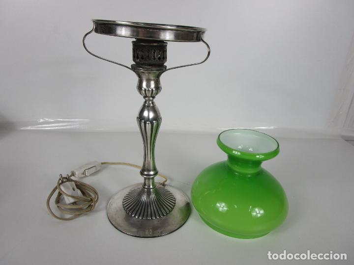 Antigüedades: Preciosa Lámpara Sobremesa, Quinque - Pie en Plata de Ley, con Contrastes -Tulipa Cristal en Opalina - Foto 12 - 201319442