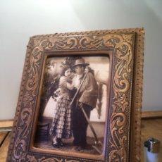 Antigüedades: MARCO ANTIGUO DE PIEL CUERO REPUJADO PORTAFOTOS. Lote 201320816