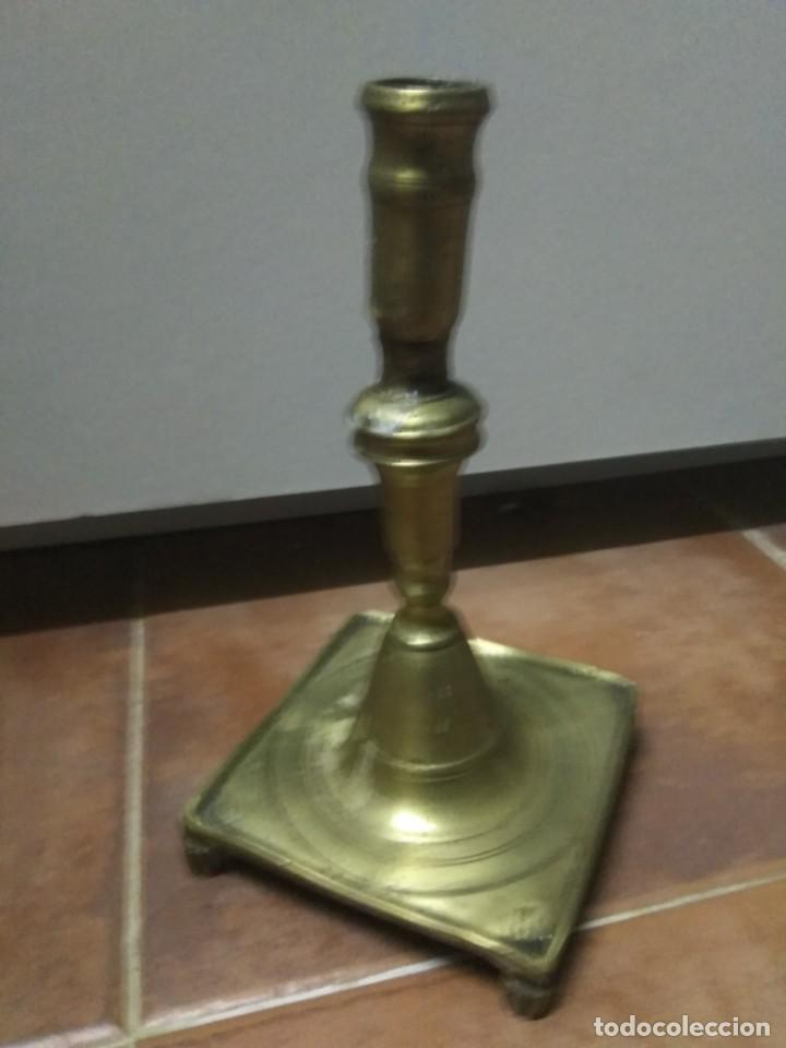 Antigüedades: ANTIGUO CANDELERO CANDELABRO PAIS VASCO BASE CUADRADA Y PATAS BRONCE S.XIX ETNOGRAFÍA VASCA - Foto 2 - 201320901