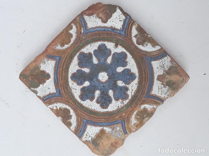 AZULEJO ANTIGUO DE TOLEDO - SIGLO XVI - ARISTA O CUENCA - RENACIMIENTO - CATALOGADO. (Antigüedades - Porcelanas y Cerámicas - Azulejos)