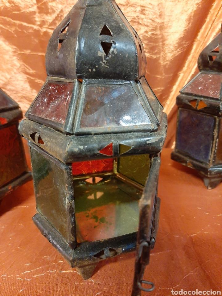 Antigüedades: Tres farolillos antiguos, árabes, metálicos y con cristales de color. Para velas. - Foto 2 - 215941538