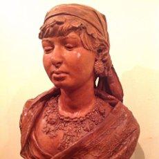 Antigüedades: ESCULTURA BUSTO BARRO SEÑORA FIRMADA M. GRAU 1860 MEDIDAS 44CMX35CM. Lote 201329733