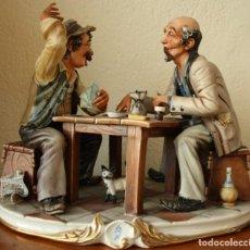 Antigüedades: LOS JUGADORES DE CARTAS CAPODIMONTE DECORACIONES HECHAS A MANO Y EN FINO ORO CON GARANTIA. Lote 201505665