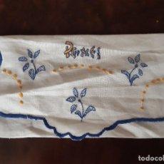 Antigüedades: ANTIGUO GUARDAPEINES BORDADO A MANO.. Lote 201535450