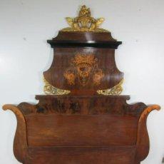 Antiquités: BONITO CABEZAL DE CAMA ISABELINO - MADERA DE CAOBA, RAÍZ Y MARQUETERÍA - DORADO PAN DE ORO - S. XIX. Lote 201638310
