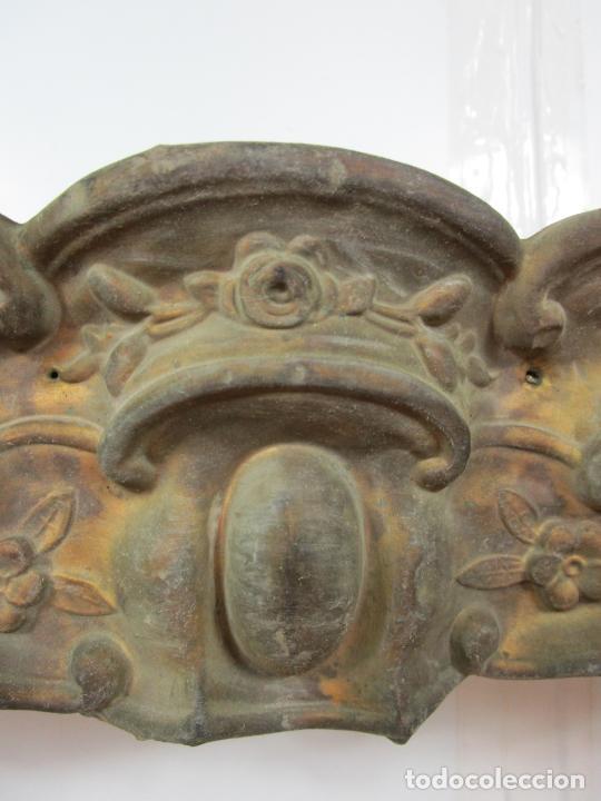 Antigüedades: Antigua Galería para Cortinas - Decorativas Formas en Latón - Madera - Principios S. XIX - Foto 6 - 201639446
