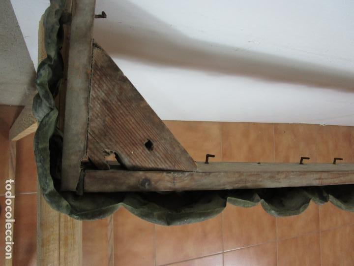 Antigüedades: Antigua Galería para Cortinas - Decorativas Formas en Latón - Madera - Principios S. XIX - Foto 9 - 201639446