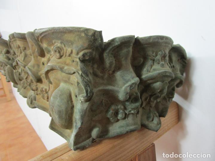 Antigüedades: Antigua Galería para Cortinas - Decorativas Formas en Latón - Madera - Principios S. XIX - Foto 12 - 201639446