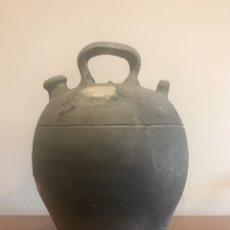 Antigüedades: BOTIJO CERAMICA NEGRA DE VERDU 30CM. Lote 201666653