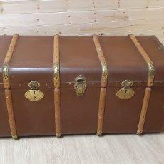 Antigüedades: PRECIOSO Y ANTIGUO BAÚL DE GRAN TAMAÑO EN MADERA Y CUERO. Lote 201726317