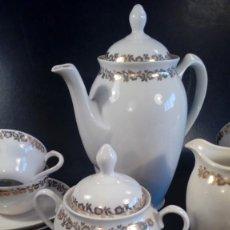 Antigüedades: JUEGO DE CAFE EN PORCELANA DE SANTA CLARA, VIGO. CENEFAS Y PERFILES AL ORO FINO. PRIMERA MITAD S. XX. Lote 201764342