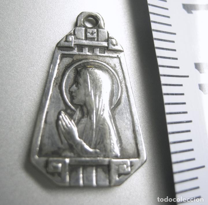 ANTIGUA MEDALLA ART DECO 1930 PLATA - VIRGEN DE LOURDES (Antigüedades - Religiosas - Medallas Antiguas)