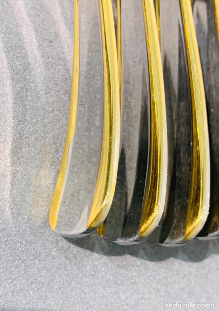 Antigüedades: Cuberteria Italiana Abert. Acero Inox. 18/10 & Oro 24ct. 12 Serv./75 piezas. Premium. 70/80s. Nueva. - Foto 31 - 201827911
