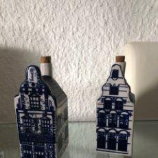 Antigüedades: PAREJA DE BOTELLEROS PEQUEÑOS EN LOZA INGLESA-VITRINA.. Lote 201860865