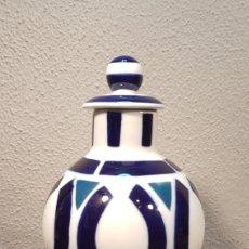 Antigüedades: JARRÓN / FLORERO / TIBOR CON TAPA DE PORCELANA SARGADELOS. AÑOS 80. DESCATALOGADO. 21 CM.. Lote 201909150