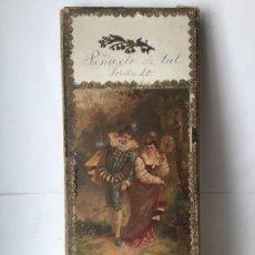 Oggetti Antichi: ANTIGUO ESTUCHE- CAJA DE MANTON O PAÑUELO - SIGLO XIX - DECORACION DE ESCENA ROMANTICA. Lote 202013487