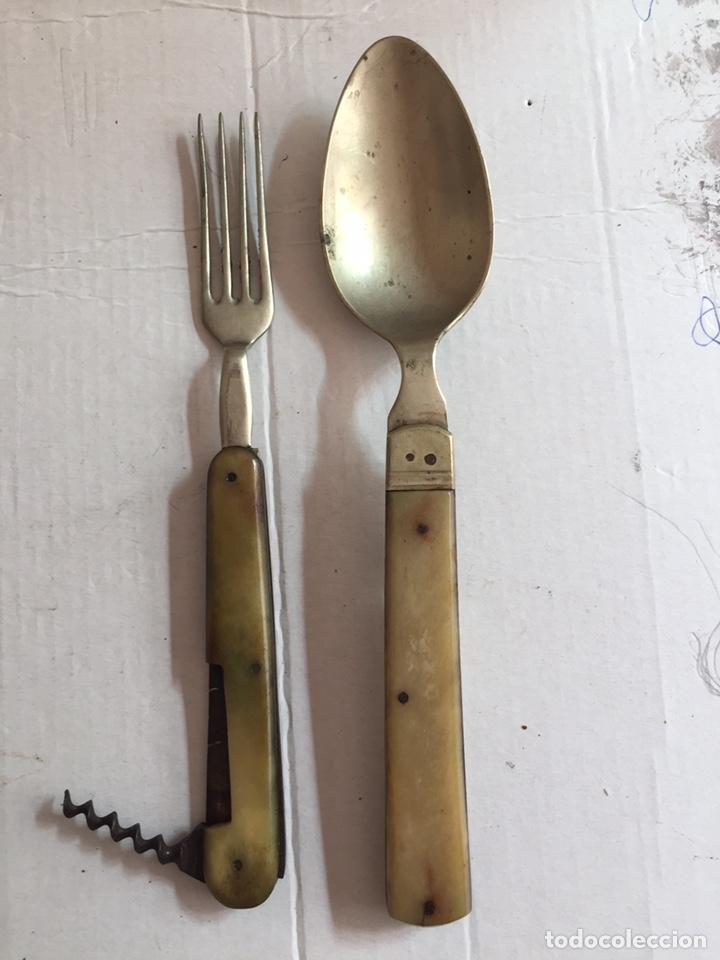 Antigüedades: Antigua cuchara ,tenedor y abridor plegables - Foto 3 - 202077661